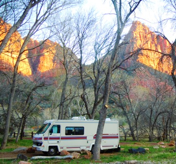 A clean old motorhome in Zion National Park